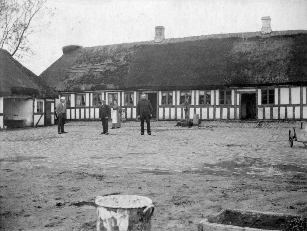Gammelgård. Ca 1910